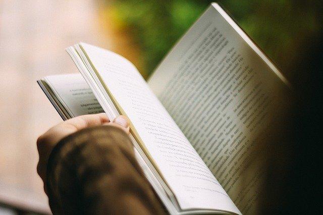 Read more about the article 05 bonnes raisons de lire des romans ?